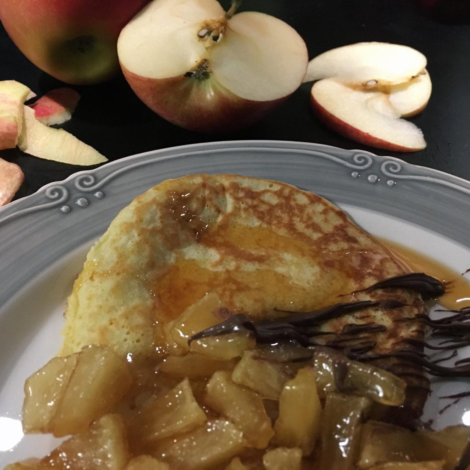 pancakes con mele caramellate