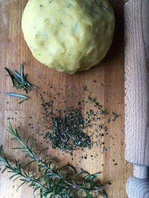 crostata al rosmarino con crema di limoni pasta frolla