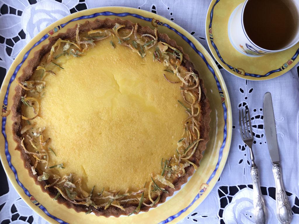 crostata al rosmarino con crema di limoni presentazione