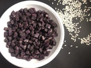 risotto alle patate viola e stracchino cubetti di patate