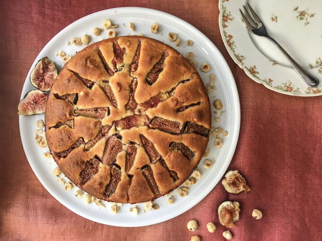 torta ai fichi e nocciole presentazione