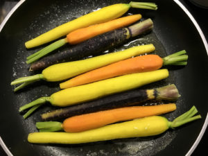 carote colorate glassate in padella