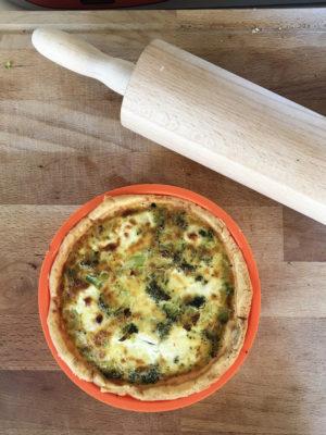 quiche ai broccoli e formaggio caprino con pasta brisée gluten-free cotta