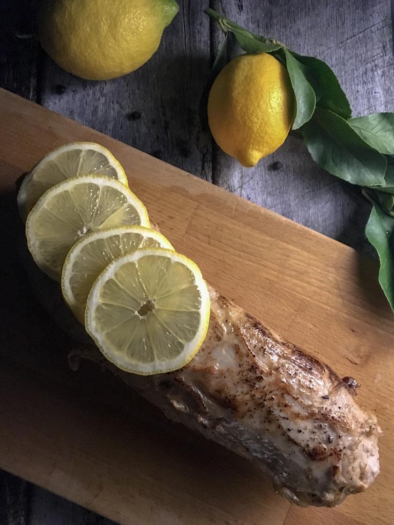arrosto di vitello al limone e bacche di ginepro fettine limone