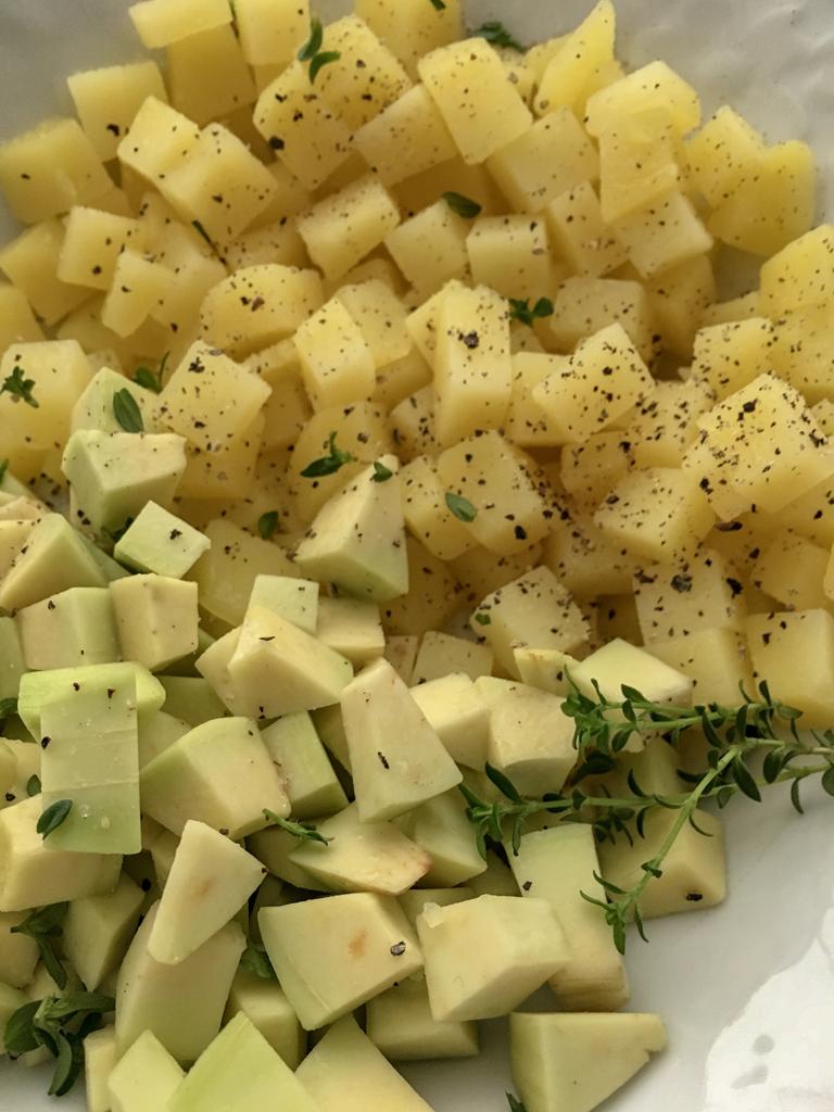 aspic di patate avocado e pomodori secchi avocado e patate tagliati