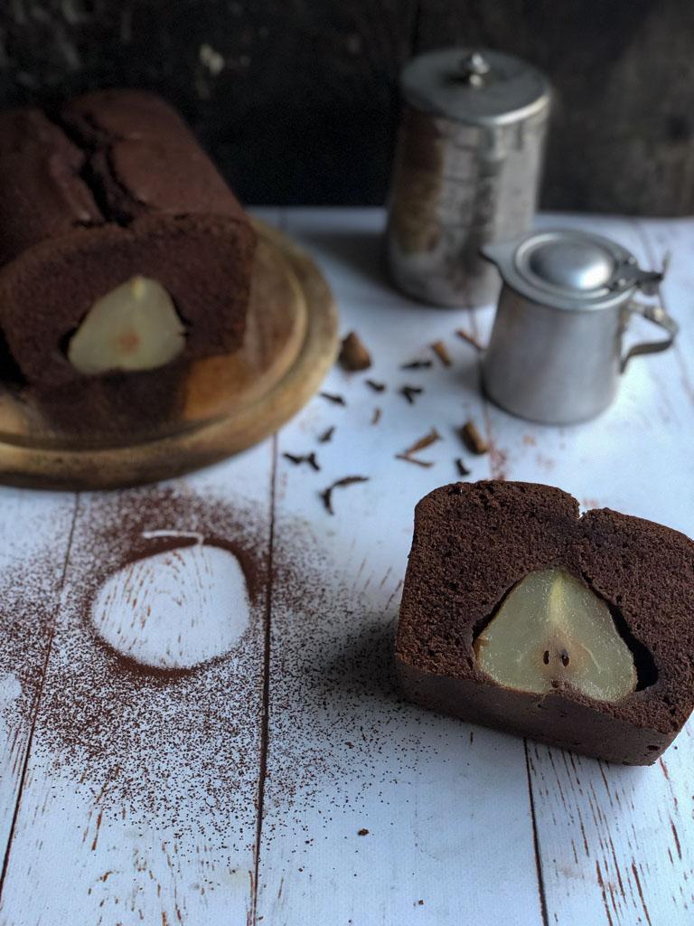 cake alle pere e cioccolato presentazione