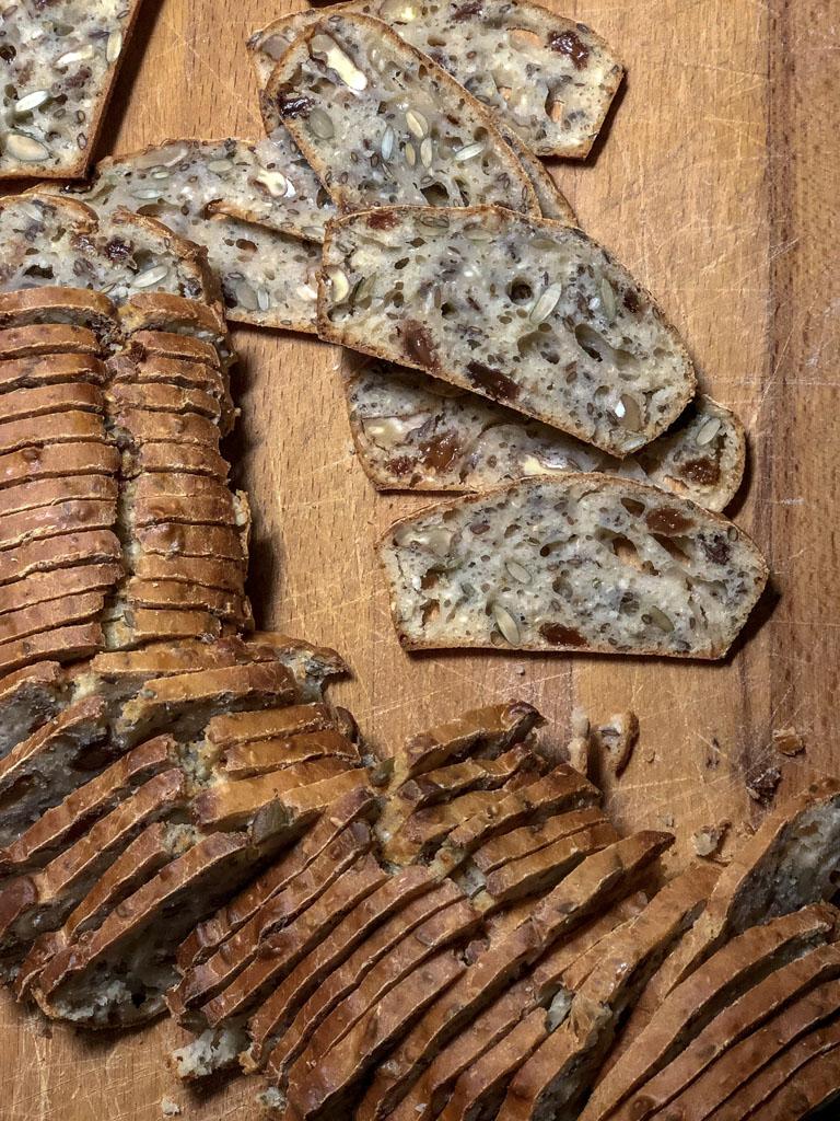 cracker integrali con noci uvetta e rosmarino gourmama preparazione cracker