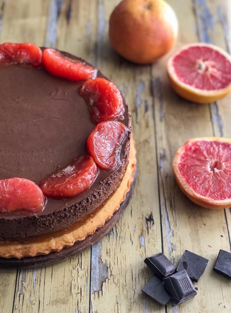 crostata al pompelmo rosa e mousse di cioccolato gourmama presentazione_11