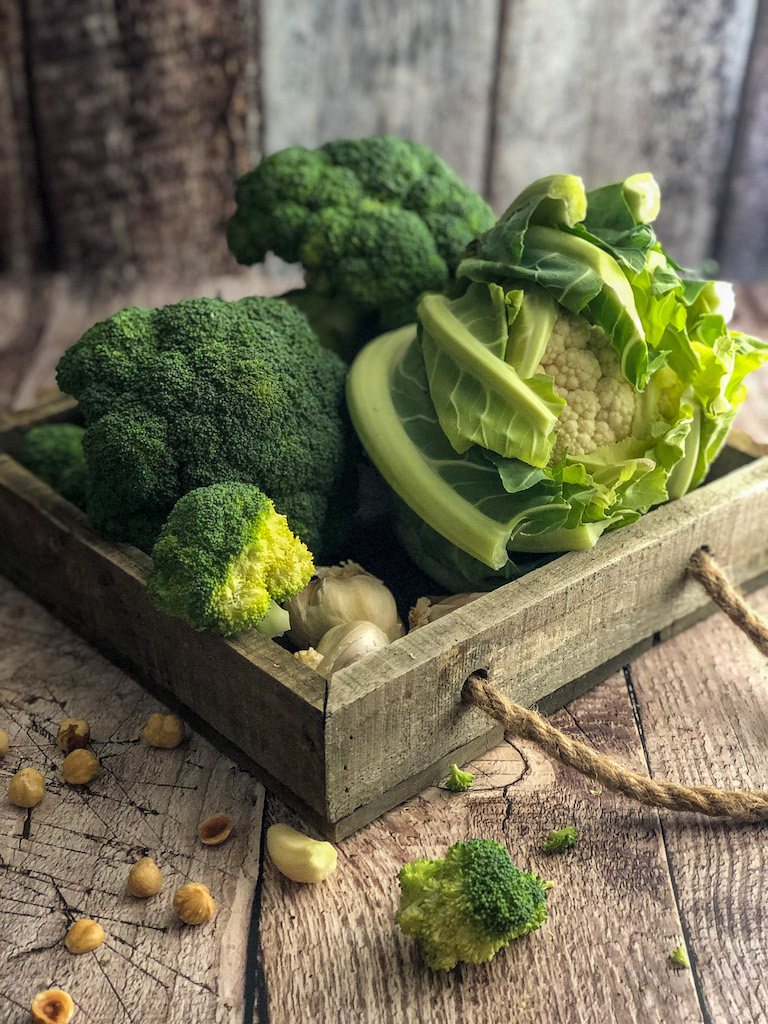 crumble alle nocciole con cavolfiore broccoli e formaggio di capra ingredienti