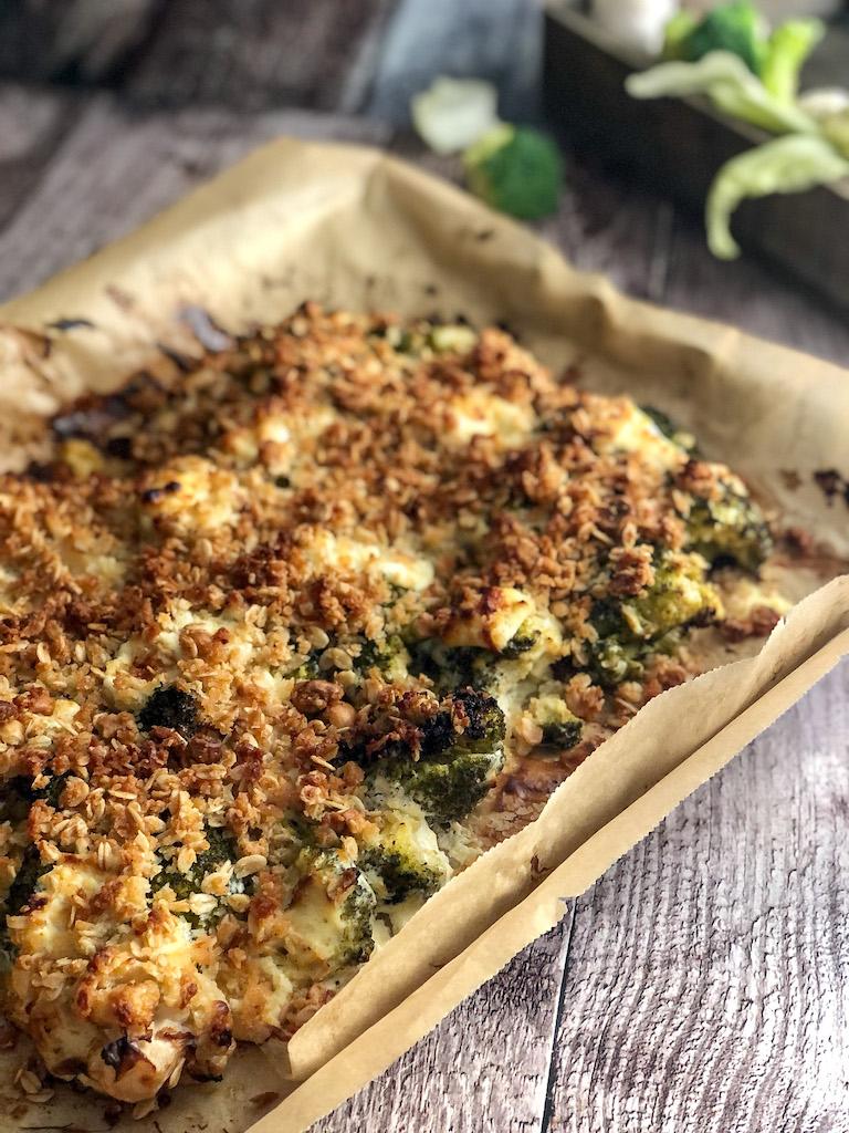 crumble alle nocciole con cavolfiore broccoli e formaggio di capra presentazione_1