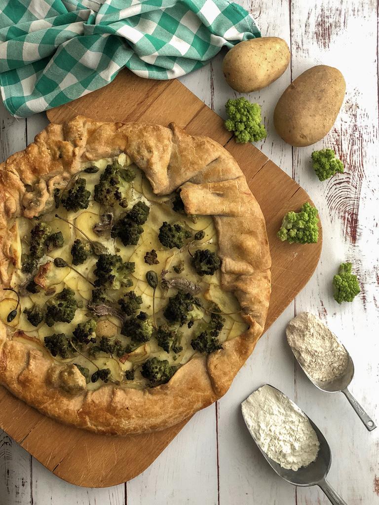 galette con broccolo romanesco e patate presentazione