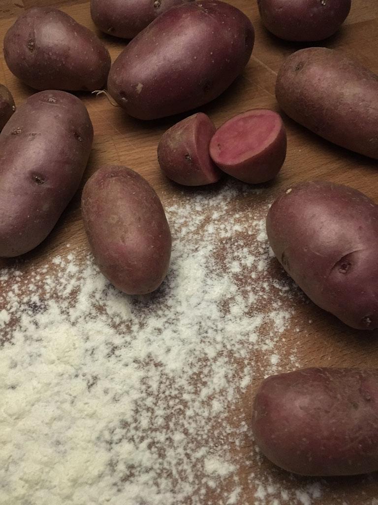 gnocchi rossi alla toma piemontese ingredienti