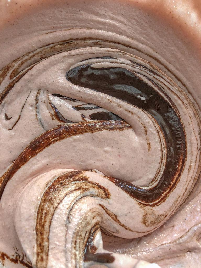 macarons al cioccolato nocciole e crema gianduia preparazione_2