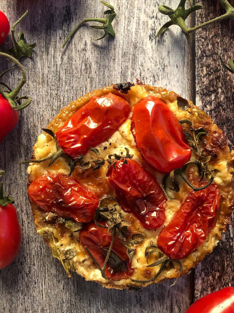 mini quiche ai pomodori datterini stracciatella maggiorana presentazione dettaglio