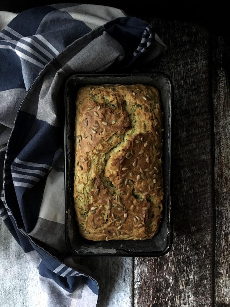 plumcake alle zucchine e semi di girasole presentazione_