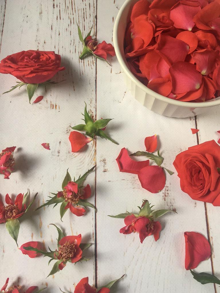 sciroppo di rose petali