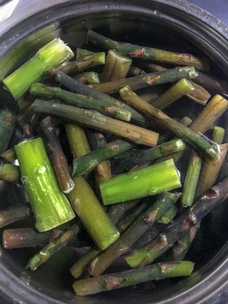 sformato di riso agli asparagi con fonduta di castellano brodo