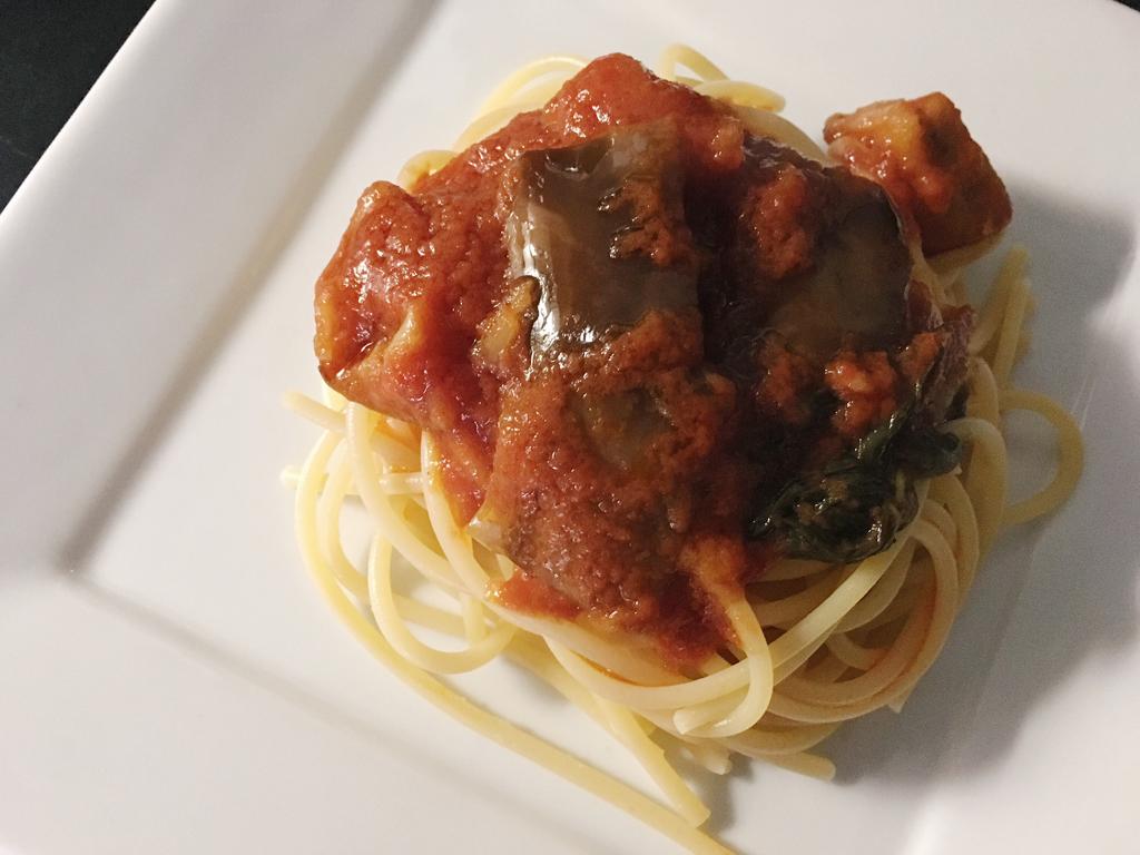 spaghetti al sugo di melanzane presentazione_3
