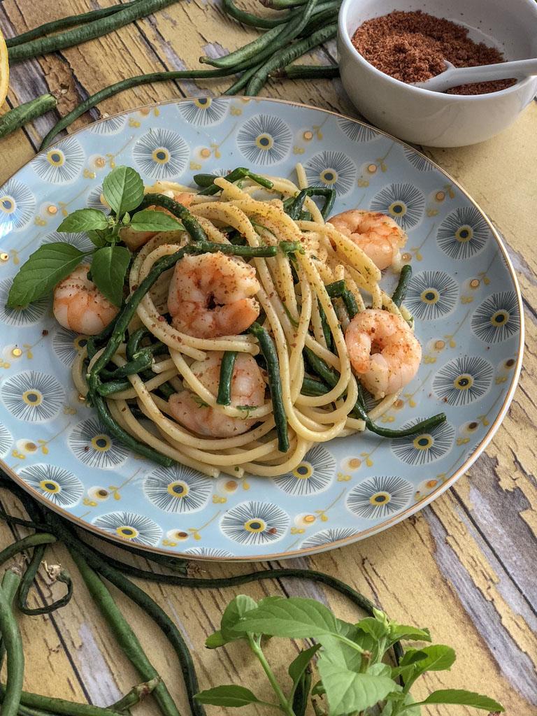 spaghetti alla Bottarga Borealis con gamberi e fagiolini serpenti presentazione dettaglio_1