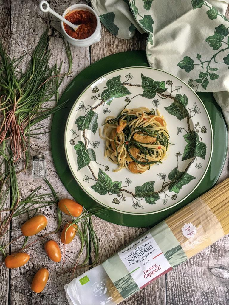 spaghetti senatore cappelli con agretti datterini gialli peperoncini macinati gourmama presentazione_3
