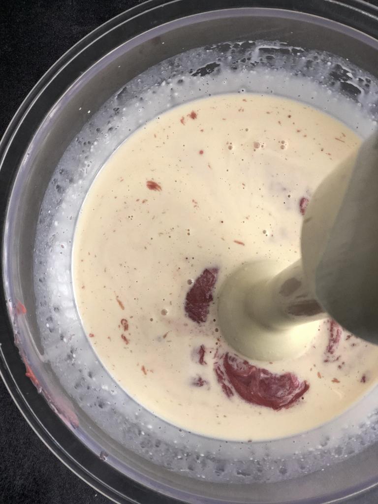torta al cioccolato bianco e rosa preparazione farcitura_6