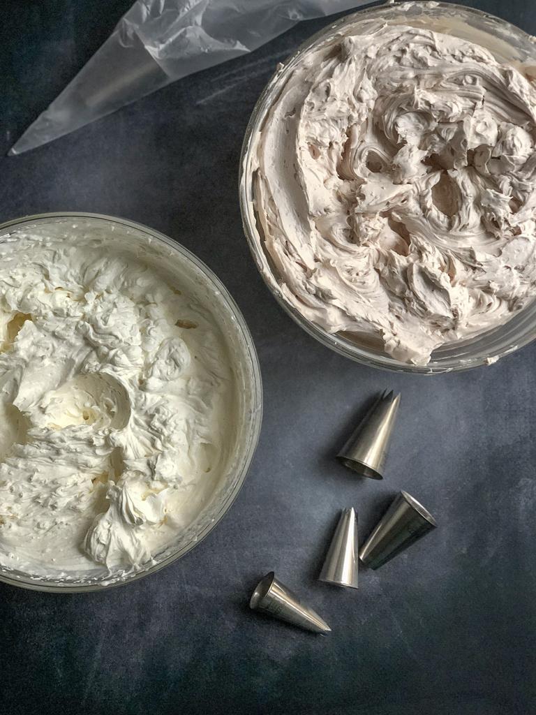 torta al cioccolato bianco e rosa preparazione farcitura_9