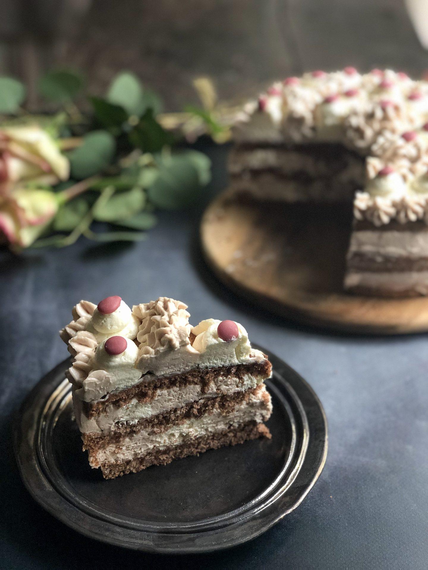 torta al cioccolato bianco e rosa presentazione fetta_1