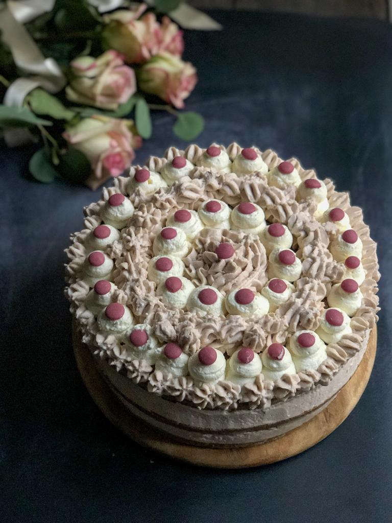 torta al cioccolato bianco e rosa presentazione_5