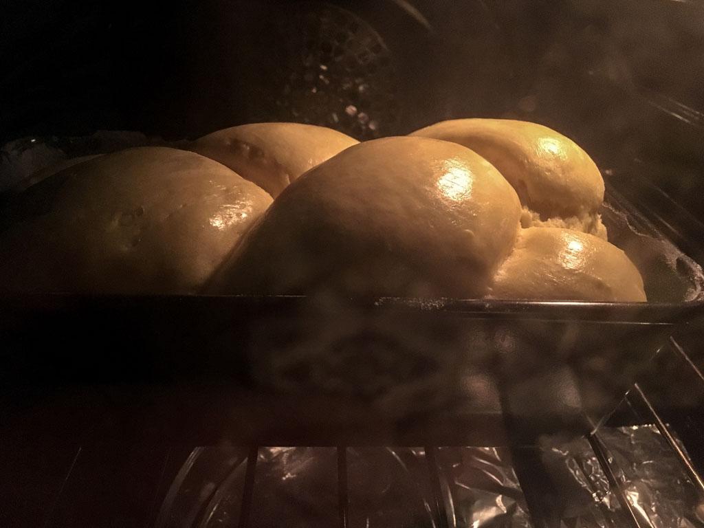 treccia di pane cottura forno