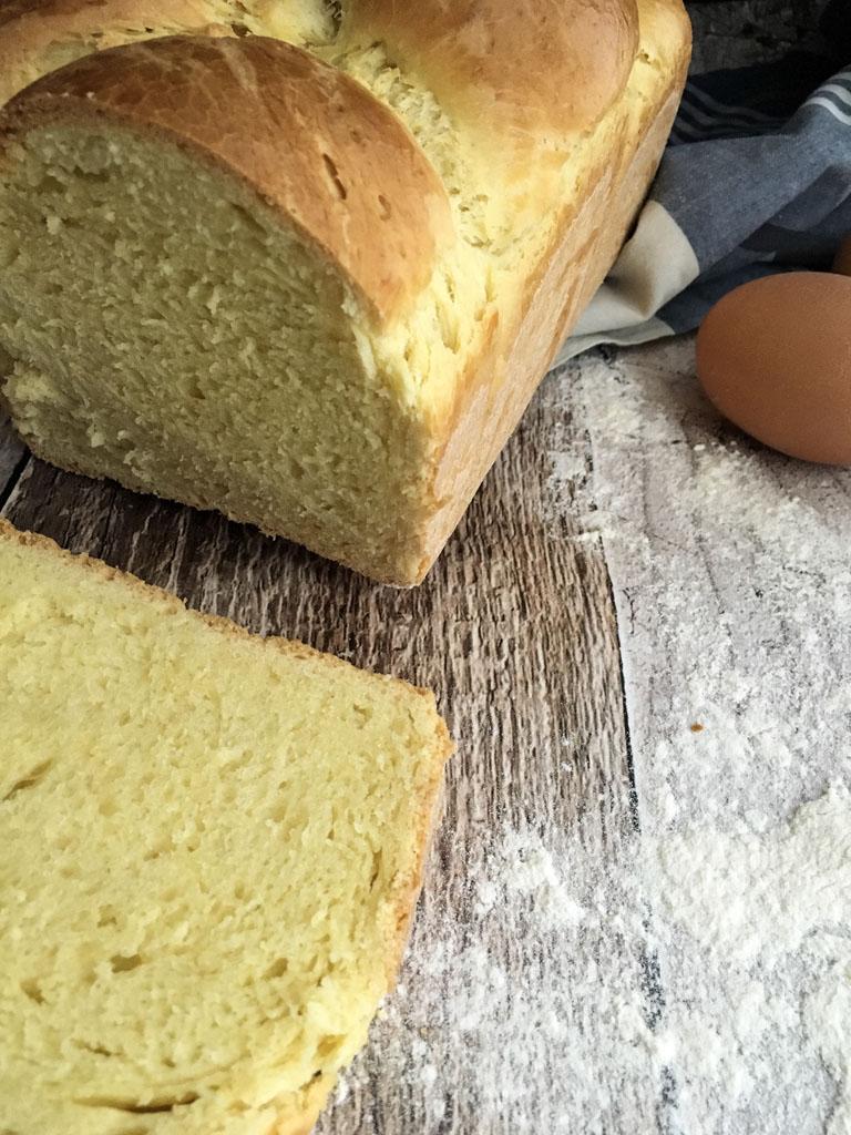 treccia di pane presentazione fetta